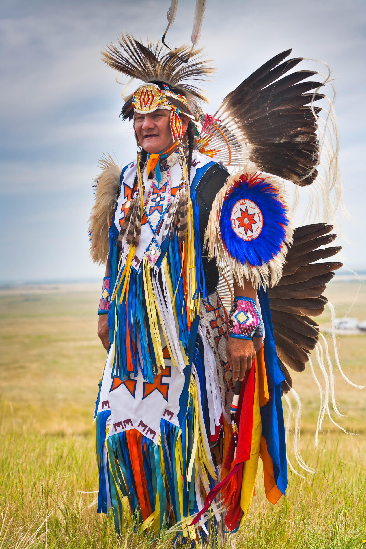 Blackfoot Häuptling in traditioneller Kleidung